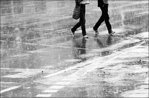 'Walking in the Rain' photo by Rupert Ganzer, flicker user loop_oh